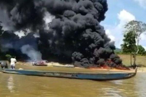 Destruction barge au Surinam le 25 09 18