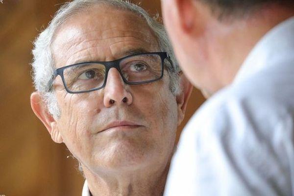Le maire sortant, Jean-Claude Lacouture arrive en tête devant Mathieu Hoarau, avec seulement une voix d'écart.