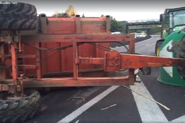 Tracteur renversé échangeur des Jacques RN2