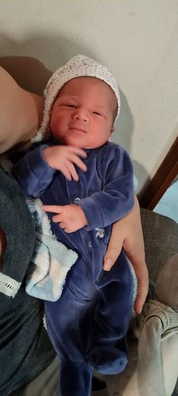 Un papa accouche son bébé dans la voiture au Tampon 010621