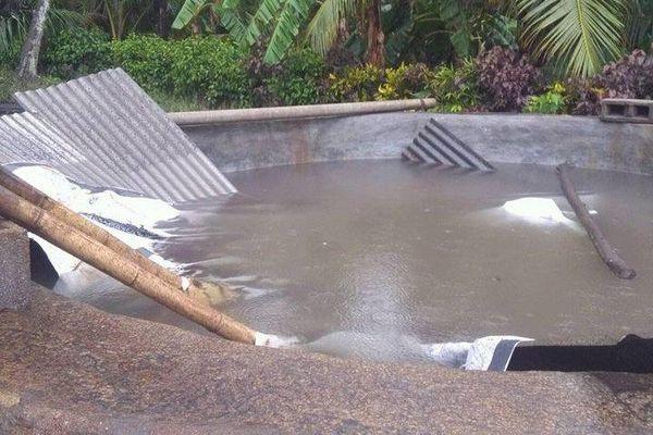 toit d'une réserve d'eau effondrée