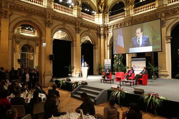 """François Hollande s'adresse aux Ultramarins : """"Merci d'être la France !"""""""