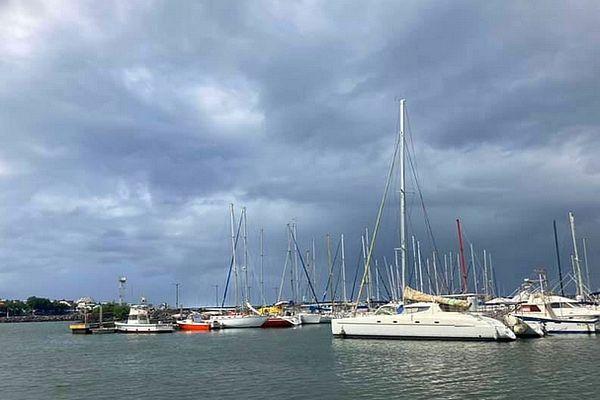 Saint-Pierre, ciel sombre 20 avril 2021