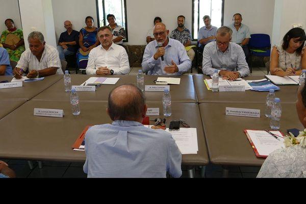 Table ronde cet après midi au fale de la république avec la direction de la compagnie aircalin