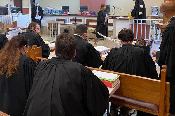 procès / justice / tribunal / ice