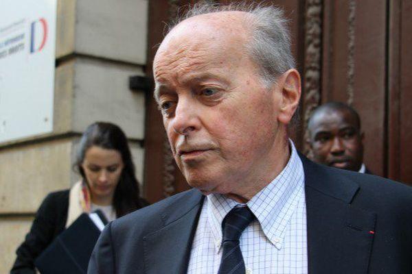 Epuisé, Thierry Dol, l'ex-otage d'Arlit rencontre le Défenseur des droits à Paris