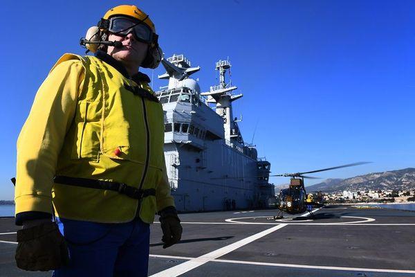 Le porte-hélicoptères amphibie Mistral
