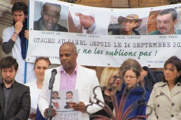 Rassemblement soutien otages à Paris
