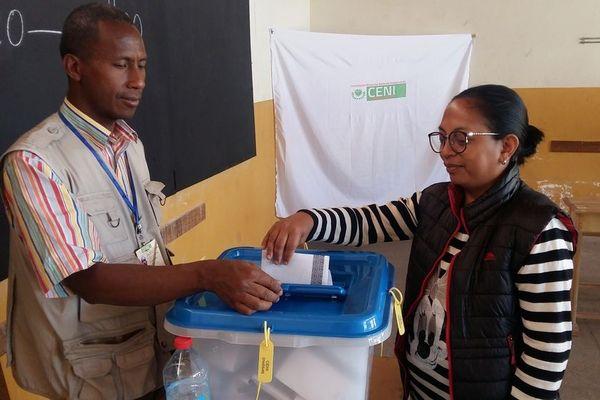 2018.11.07 Bureau de vote d'Ampefiloha (Tananarive)