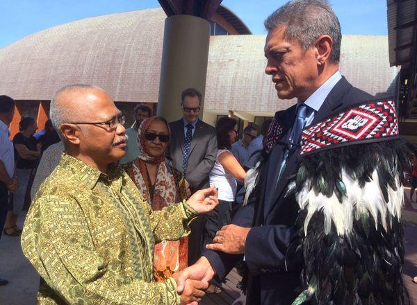 Hommage pour Christchurch à la CPS: les consuls indonésien et néo-zélandais, Achmad Gozali et Bruce Shepherd.