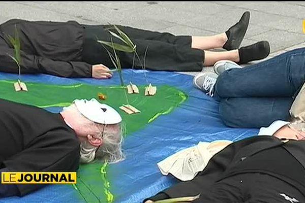 Mobilisation anti-nucléaire devant le ministère de la Défense