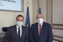 Le ministre des Outre-mer, Sébastien Lecornu (à gauche), et Stéphane Lenormand, président de la collectivité territoriale (à droite) ont discuté des grands dossiers du territoire