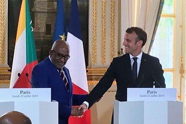 Emmanuel Macron, Président de la République reçoit Azali Assoumani, Président de l'Union des Comores, au Palais de l'Elysée.