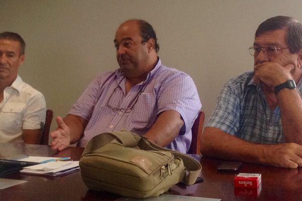Au centre, Jean-Pierre Kabar, membre de l'intersyndicale