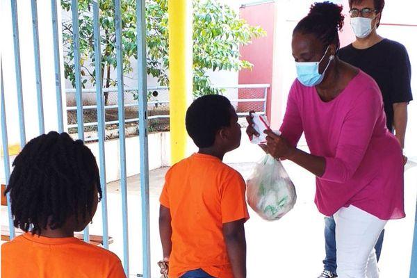 port du masque en classe élémentaire en Guadeloupe