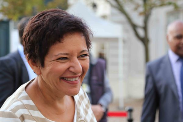 La présidente du gouvernement de Nouvelle-Calédonie : Cynthia Ligeard (Front pour l'Unité)