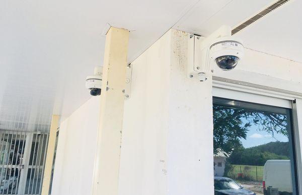 Travaux mairie de Poum. Caméras de surveillance