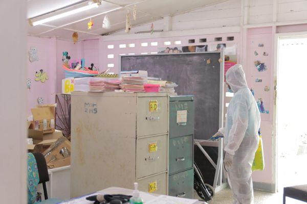 Mesures de décontamination dans les écoles