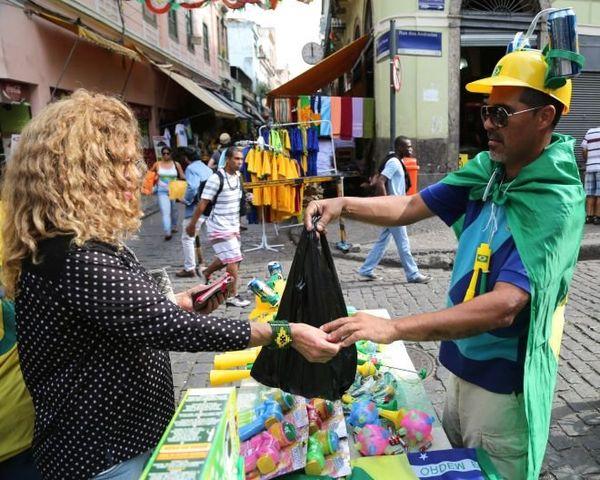 Vendeur objets jaune et vert Rio
