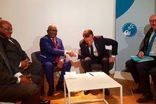Le président Azali Assoumani et son homologue Emmanuel Macron