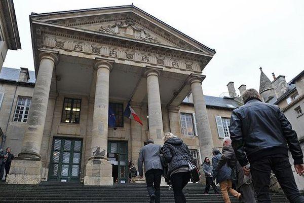 Poitiers: une mère de 26 ans incarcérée pour mauvais traitements contre ses enfants