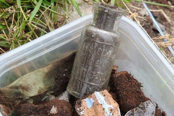 Une fiole d'huile de ricin a été retrouvée sur le site
