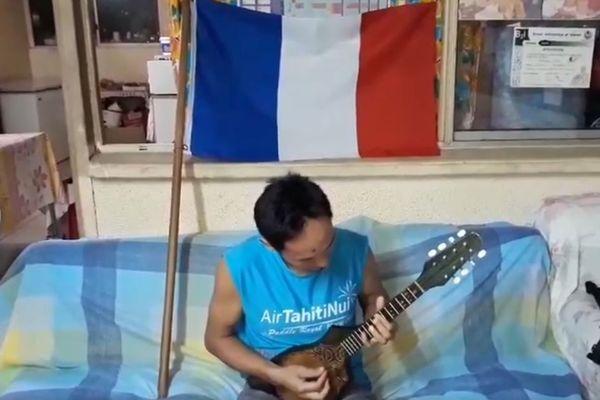 Coupe du monde 2018 : un polynésien joue la Marseillaise avec son ukulele