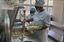 Apprentis cuisiniers dans le cadre de la semaine des écoles hôtelières.