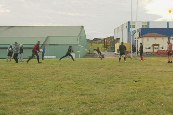 Olivier Le Bourdonnec initie les rugbymen au football gaélique