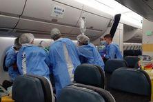 12 malades du Covid-19 sont évacués de la Guadeloupe vers la métropole à bord d\'un Airbus A350.12 malades du Covid-19 sont évacués de la Guadeloupe vers la métropole à bord d'un Airbus A350.