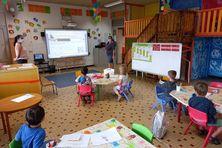 """Accueil des enfants de personnels """"indispensables"""", jeudi 9 septembre, à l'école Hélène-Chaniel du Mont-Dore."""