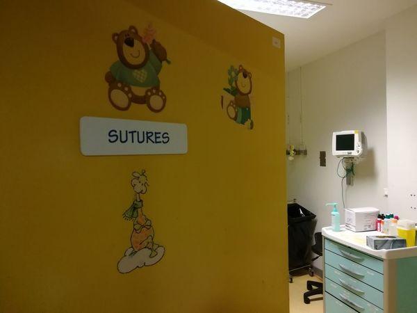 Accès salle des sutures