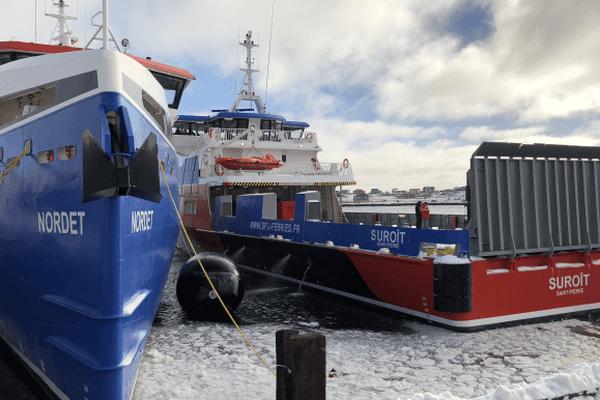 Les ferries à quai