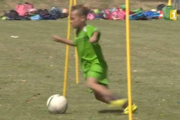 Excercie balle au pied pour ce jeune prétendant à la section sportive