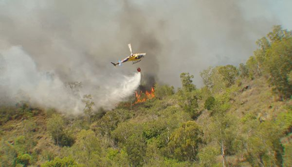 Feu de brousse Dumbéa-Païta, 1er février, hélicoptère bombardier d'eau