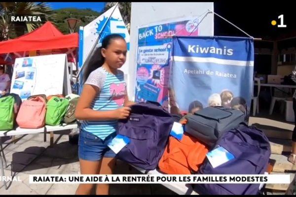 Distribution de fournitures scolaires à Raiatea