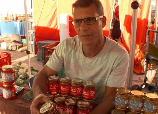 Pascal Fontaine au marché de Saint-Pierre