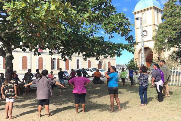 Préparatif pèlerinage près église Conception.