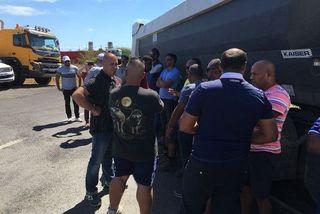 NRL transporteurs devant les locaux NRL GTOI SBTPC Pointe-des-Galets au Port 161019