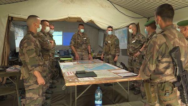 """Début de l'opération militaire """"Mapanara"""" à Kourou par le 3ème Régiment  Etranger d'Infanterie"""