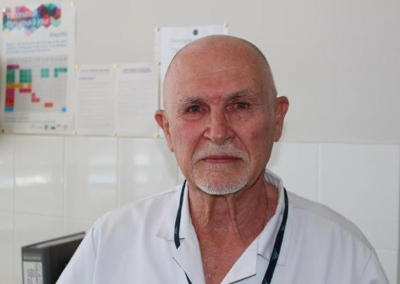 Dr JACQUES SOLA, MEDECIN REFERENT POUR LA VACCINATION © PHOTO : EMMANUEL TUSEVO DIASAMVU :