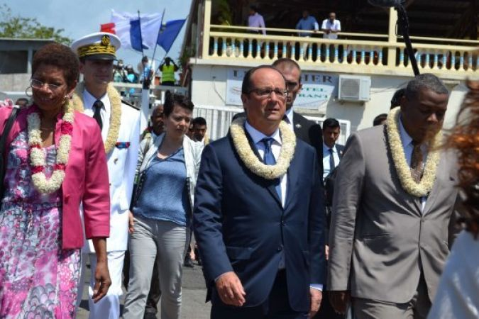 FRANCOIS HOLLANDE A MAYOTTE © PHOTO : GERARD GUILLAUME :