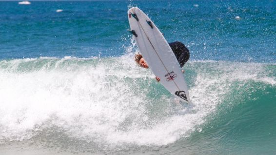 Kauli Vaast arrive en seconde position au Junior Pro Sopela © Masurel WSL