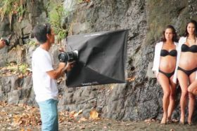 © © CAPTURE ÉCRAN VIMEO MEDIA LIVE Making of du shooting photos des 4 Miss Tahiti enceintes