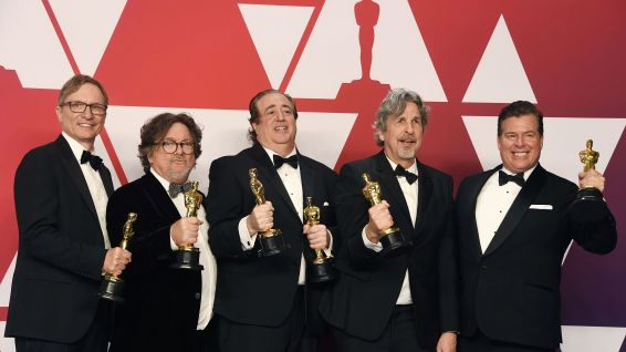 "Jim Burke, Charles B. Wessler, Nick Vallelonga, Peter Farrelly, and Brian Currie, ont remporté l'Oscar du meilleur film avec ""Green Book © FRAZER HARRISON / GETTY IMAGES NORTH AMERICA / AFP"