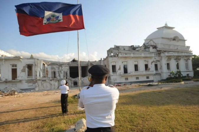 Reconstruction en vue du palais national — Haïti